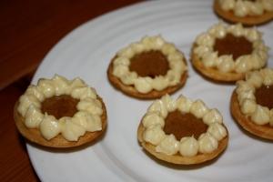 mini pumpkin pies with buttercream