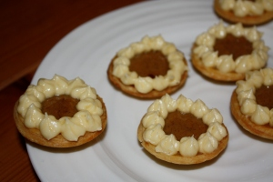 mini pumpkin pies with buttercream