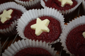 Red velvet cupcakes with white chocolate stars