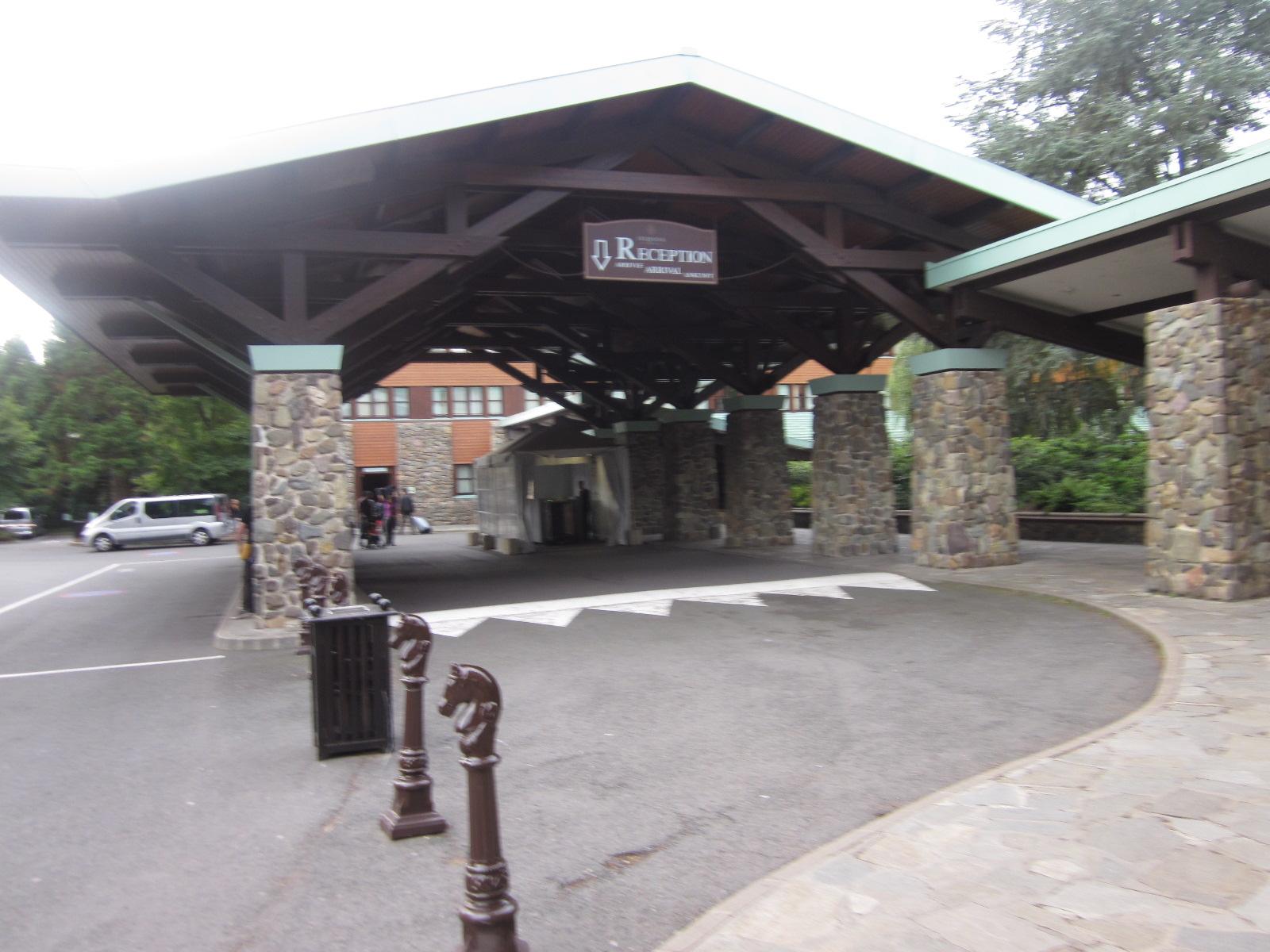 Disneyland paris with a pre schooler sequoia lodge for Hotel sequoia lodge piscine